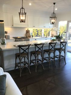 The Hamptons is known as the playground for the wealthy. Contact us if you would like to recreate the look of the Hamptons style kitchen in Melbourne. Home Decor Kitchen, Country Kitchen, New Kitchen, Kitchen Dining, Kitchen Ideas, Shaker Style Kitchens, Home Kitchens, Rustic Kitchens, Layout Design