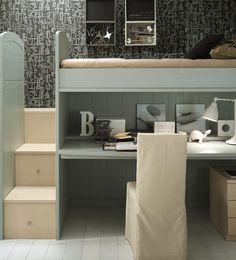Kinderzimmer Idee - Treppe aus Schubfächer und Schreibtisch unter einem Hochbett
