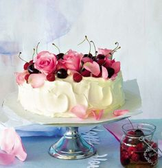 pretty cakde with roses and fruit