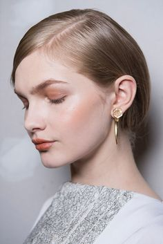 Del no-make up a los labios goth pasando por el efecto strob en la piel: