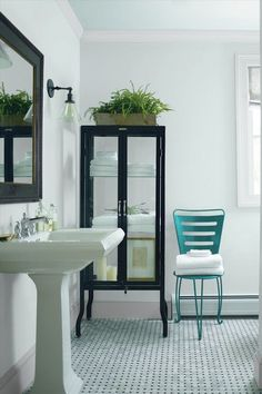 Look at the paint colour combination I created with Benjamin Moore. Via Benjamin Moore. Blue Bathroom Paint, Best Bathroom Paint Colors, Small Bathroom Colors, Green Bathrooms, Colorful Bathroom, Benjamin Moore Bathroom, Glass Slipper Benjamin Moore, Benjamin Moore Ocean Air, Benjamin Moore Shadow