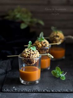 Avocado skewer with prawns and pineapple - Clean Eating Snacks Tapas Recipes, Appetizer Recipes, Food Platters, Appetisers, Canapes, Food Presentation, Food Design, Food Plating, Clean Eating Snacks