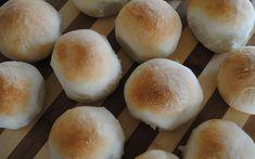 El pan casero es definitivamente uno de los grandes placeres de la mesa, pero a muchos nos preocupa no estar a la altura del reto. Si es tu caso, esta receta es lo que necesitas: sencilla, precisa y eficaz, ¡siempre, siempre funciona! Pan Bread, Recipe Images, Hamburger, Sandwiches, Bakery, Image Cover, Recipes, Food Porn, Yummy Cakes