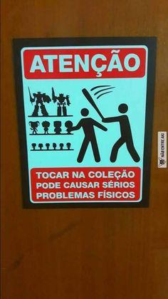 Vou botar no meu quarto pq quem tocar nos meus mangás vai levar uma EXCLAMAÇÃO DE ATENA!!