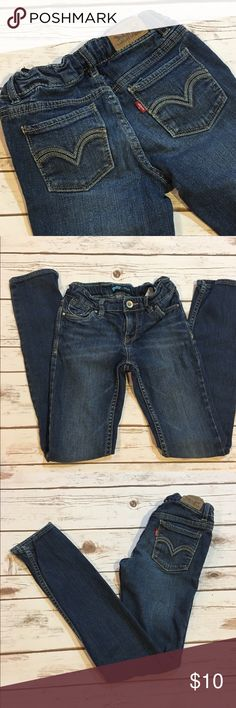 ⚡️Closing Sale ⚡️Girls Levi's Skinny Jeans Girls Levi's skinny jeans. Some signs of pilling as shown in pic 4. PRICE FIRM Levi's Bottoms Jeans