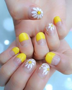 False nails have the advantage of offering a manicure worthy of the most advanced backstage and to hold longer than a simple nail polish. The problem is how to remove them without damaging your nails. Yellow Nails Design, Yellow Nail Art, Colorful Nail Art, Colorful Nail Designs, Simple Nail Designs, Daisy Nail Art, Fall Nail Art Designs, Ombre Nail Designs, Manicure