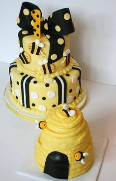 I had an idea for her invite with bees on it, this would be cute, but I want the bees to be in purple and pinks so the cake would have to match. No big bow at the top either...