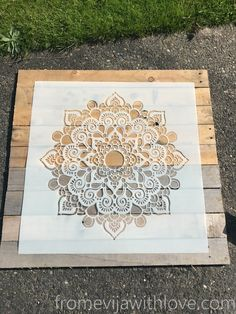 Create a Beautiful Wall Art from Pallets and Mandala Stencil - From Evija with Love
