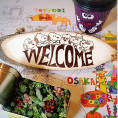 近所に出来たMuzz Buzz 行ってきたよ~☕ オーストラリアのドライブスルーコーヒーshop☕  日本には鳥取と大阪にしか無いらしいよ〰  大阪の中心からだいぶ離れたこんな所に・・・ ホットコーヒーにストロー ‼(•'Д'• ۶)۶ビックリしたけど以外に飲めるわ  アイスにエスプレッソコーヒーがかかったアフォガート❤美味しかったよ~  こんな田舎にようこそ! 焼き絵のWelcome ボードで歓迎 多肉寄せは朝の暇つぶしw ✾ ✾ ✾  #マズバズ#muzzbuzz #貝塚店#大阪#鳥取#コーヒー#ドライブスルー#ウッドバーニング#焼き絵#はんだごて#ウエルカムボード#スヌーピー#Snoopybrothers#スヌーピー兄弟 #SNOOPY#snoopy #多肉#多肉寄せ#セリア 缶#ぬーりえ#ヌーリエ