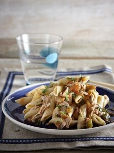 Μακαρονάδα με τόνο και ούζο - www.olivemagazine.gr Greek Recipes, Fish Recipes, Pasta Recipes, Cooking Recipes, Healthy Recipes, Pasta Dishes, Food For Thought, I Foods, Pasta Salad