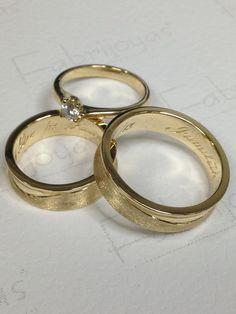 Argollas y anillo de compromiso fabricado en oro amarillo 18k con diamante de .20ct. Fabrijoyas. #BodasCali #JoyeriasCali #ArgollasDeMatrimonioCali