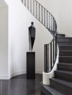 34 Trendy Ideas For Contemporary Stairs Railing Foyers Stair Railing Design, Stair Handrail, Staircase Railings, Spiral Staircases, Handrail Ideas, Balustrade Design, Black Staircase, White Stairs, Banisters
