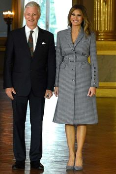 For her meeting with the King and Queen of Belgium, the First Lady wore a Michael Kors collection ensemble: a gingham suit dress and matching gingham Manolo Blahnik pumps. Classy Outfits, Stylish Outfits, Milania Trump Style, Elegantes Business Outfit, Manolo Blahnik Heels, First Lady Melania Trump, African Fashion Dresses, Fashion Models, Celebrity Style