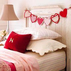 Basteln zum Valentinstag girlande aus herzen schlafzimmer
