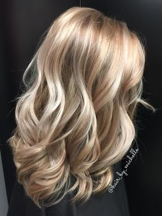Hair/Beauty Blonde Highlights / Blonde Dimensional Color