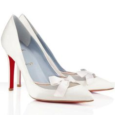 Welcome to our store, cheapped bottom pumps will offer you the best chance to enjoy our top-grade quality. Discount red bottom Christian Louboutin Love Me 100mm Satin Pumps Off White will give you many surprises that you can not image.No matter what kind of Christian Louboutin shoes you want,we are 100% guarantee the high-quality. Color: Off White Material: Satin Heel Height: 4 inches approx. - 100 mm approx Arch: 4 inches approx. - 100 mm approx Signature red sole Made in Italy