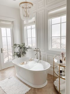 5 Little Luxuries That Make a Big Difference Christine Andrew of Hello Fashion shares 5 little luxuries to add around the home that will make a big difference and how to turn bathtime into spa time. Dream Bathrooms, Beautiful Bathrooms, White Bathrooms, Small Luxury Bathrooms, White Bathroom Decor, Contemporary Bathrooms, Modern Luxury Bathroom, Glamorous Bathroom, Luxury Bathtub