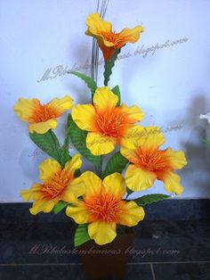 Arte Floral, Flower Crafts, Flower Making, Fabric Flowers, Floral Wreath, Wreaths, Biscuit, Plants, Painting
