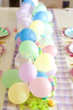PASTEL LOVERS UNITE!Adding a mini balloon garland to your tablescape has never been easier!We includeeverything you need to recreate your favorite looks and give you the choice to create your own. With easy instructions your balloon garland is sure to be a highlight of your next party. *Please note this listing is for the balloon garland only. Easter Dyi, Hoppy Easter, Easter Crafts, Easter Decor, Easter Ideas, Easter Centerpiece, Easter Garland, Easter Table Decorations, Bunny Crafts