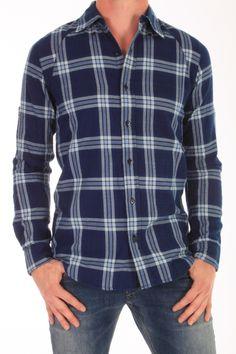 Dit Pin IBC shirt van Denham is gemaakt van 100% katoen. De geruite stof is een dunne flannel. De mouwen kan je oprollen en vastzetten met een bandje. Pin IBC Indigo - 01-13-07-40-009 014.