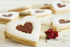 Discover recipes, home ideas, style inspiration and other ideas to try. Cookies Receta, Linzer Cookies, Brownie Cookies, Valentines Breakfast, Valentines Food, Valentine Cookies, Cat Valentine, Valentine Stuff, Cupcakes San Valentin