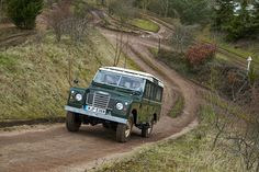 Land Rover 109 Serie III Sw Se Safari Top in classic green. Factory Heritage Tour