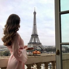 15 top-rated hotels in Paris for Eiffel Tower view Photographie Indie, Photographie Portrait Inspiration, Paris Photography, Travel Photography, Shotting Photo, Luxury Lifestyle Women, Rich Lifestyle, Luxury Girl, Travel Aesthetic