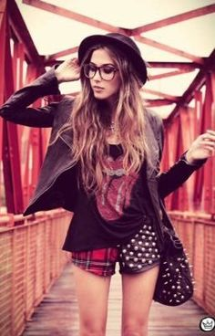 #wattpad #teen-fiction She's a nerd He's Mr popular bad guys She love books He loves to party She does not believe in love He believe in love But what happen when mr popular notice her? And then the story begins....