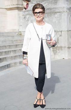 Costanza Pascolato: Costanza Maria Teresa Ida Clotilde Giuseppina Pallavicini Pascolato, mais conhecida como Costanza Pascolato, é uma empresária e consultora de moda. Integrante da Academia Brasileira de Moda, é um dos nomes influentes e respeitáveis do universo da moda.