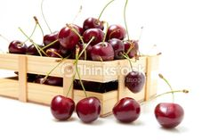 Stock Photo : small crate with cherries