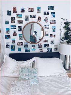 Teen Room Decor, Room Ideas Bedroom, Bedroom Decor, Bedroom Inspo, Bedroom Wall Pictures, Bedroom Wall Ideas For Teens, Wall Decor, Teen Bedroom, Cozy Room
