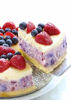 There's never a bad reason to have cheesecake, and this Summer Berry Cheesecake is perfect any day of the year, but especially right now as you're planning out your Memorial Day or fourth of July barbecues and picnics. Ricotta Cheesecake, Berry Cheesecake, Cheesecake Recipes, Dessert Recipes, Desserts, Nutella Recipes, Food Cakes, Cupcake Cakes, Pan Sin Gluten