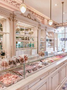 Bakery Decor, Bakery Interior, Cafe Interior Design, Cafe Design, Paris Chic, Paris Paris, Paris Bakery, Bakery Shop Design, Parisian Cafe