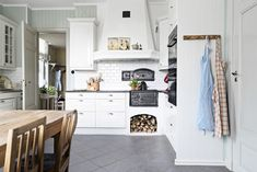 Anna and Gustav's beautiful country kitchen comes from Elextrolux, tile CC Höganäs and the old wood stove (the dream!) Are purchased on the block. Cooker Hoods, Old Wood, Country Kitchen, Relax, Furniture, Home Decor, Anna, Simple Living, Tile