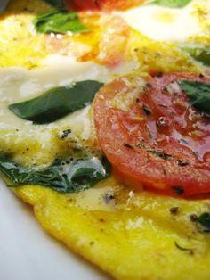 HAPPYFOOD - омлет с моцарелой томатом спаржей и базиликом