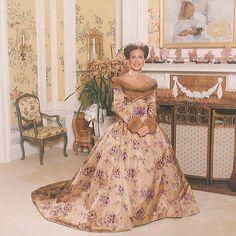 Wedding gown by Oscar de la Renta Fairytale Gown, Danielle Steel, I Got Married, Purple Velvet, Famous Women, Designer Dresses, Wedding Gowns, Two Piece Skirt Set, Bridesmaid