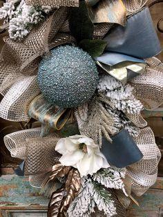 Elegant Christmas Trees, Blue Christmas Decor, Flocked Christmas Trees, Gold Christmas Decorations, Christmas Tree Themes, Merry Little Christmas, Christmas Love, Rustic Christmas, Christmas Wreaths