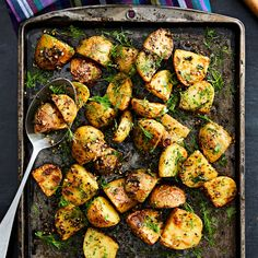 spice-crusted-roasted-potatoes Potato Recipes, Vegetable Recipes, Great Recipes, Favorite Recipes, Healthy Recipes, Healthy Low Calorie Dinner, Eating Healthy, Side Dish Recipes, Side Dishes