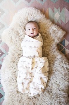 Wrap baby in pure, breathable comfort that's ergonomically designed for natural relaxation with this soft, cotton terry swaddle from ERGObaby.