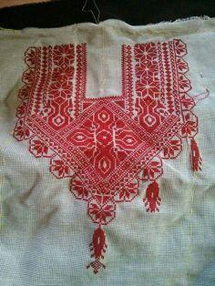 توب Cross Stitch Art, Beaded Cross Stitch, Cross Stitch Designs, Hand Embroidery Stitches, Cross Stitch Embroidery, Palestinian Embroidery, Stylish Dresses For Girls, Needle And Thread, Knitting Needles
