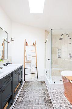 35 Stunning Modern Farmhouse Bathroom Decor Ideas Make You Relax In 2019 - Googodecor House Bathroom, Modern Master Bathroom, Farmhouse Bathroom Decor, Amber Interiors, Bathrooms Remodel, Bathroom Decor, Mid Century Bathroom, Beautiful Bathrooms, Bathroom Remodel Master