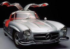 """Era il 1957. Nasceva il Mito #300SL """"ali di Gabbiano"""". Eletta l' #autosportiva del secolo, affascinò milioni di appassionati. Emozionatevi insieme a noi!"""