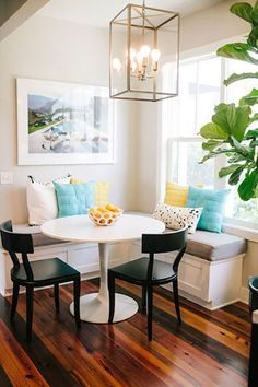 Think there is no such thing as a budget-friendly kitchen makeover? Remodeling your Kitchen doesnt have to cost a fortune. In fact, with a little time and effort, you can refresh your kitchen space. Add your personal touch and style with this collection of ideas and tips that will help you to focus on what really matters in updating your kitchen.