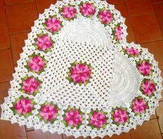 Tapete de barbante em crochê:  http://artesanatobrasil.net/tapete-com-barbante-video-aula-passo-a-passo/