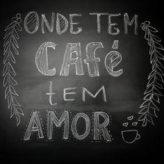 O dia todo tem amor aqui. Na sua vida também é assim?  #cafe #coffee #cafezinho #amor #love #chalkart #chalklettering #lousadadiiirce #instacoffee #coffeelovers #caffeine