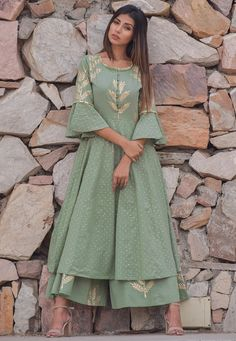 Best 12 Readymade Cotton Pakistani Suit in Dusty Green This Round Neck and Quarter Sleeve attire with Cotton Lining is Prettified with Block and Golden Print Available with a Dusty Green Cotton Plazzo and a Dusty Green Cotton Dupatta The Kameez and Bottom Pakistani Designer Suits, Pakistani Dress Design, Indian Designer Wear, Kurti Designs Pakistani, Pakistani Kurta, Pakistani Fashion Casual, Pakistani Outfits, Indian Fashion, Abaya Fashion