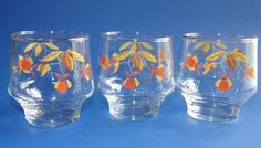 Autumn Leaf Rocks or Juice Glass Tumbler. Multi Use - Rocks or Juice. Autumn Leaf design on two sides. Clear glass ~Gold trim on rim is worn. Leaf Design, Floral Design, Clear Glass, Wine Glass, Tea Pitcher, Tea Companies, Crystal Glassware, Drinking Glass, Glass Dishes