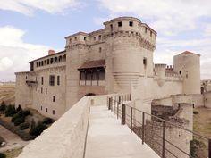 Castillo de Cuéllar-Ruta de los Castillos de Segovia Real Castles, Beautiful Castles, Beautiful Buildings, Medieval Fortress, Medieval Castle, Castle Ruins, Castle House, Travel Around The World, Around The Worlds