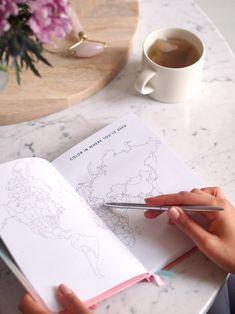 käytännöllinen päiväkirja matkojen suunnitteluun. Maailmankuvan laajenemisen ja henkilökohtaisen kasvun tueksi.
