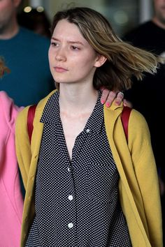 Mia Wasikowska Photos - . - Mia Wasikowska Arrives in Toronto